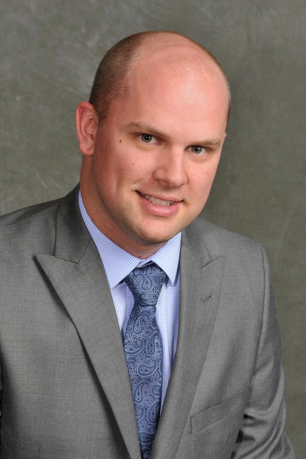 Dustin D Kueser