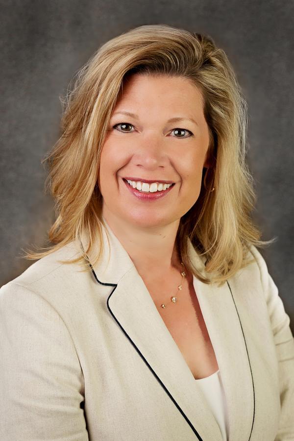 Amanda L Maher