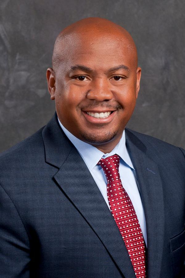 Roston T Willis Jr