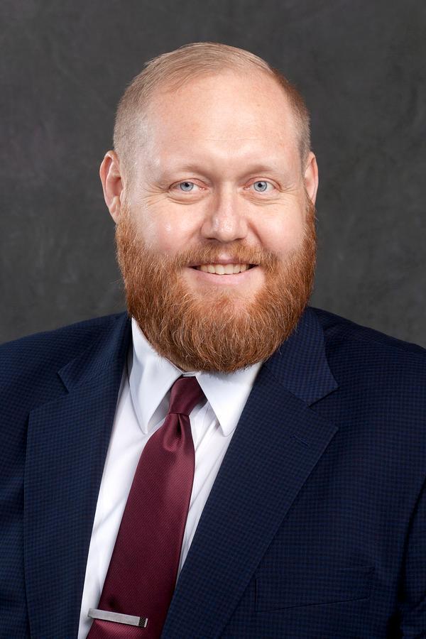 Robert R Hutton