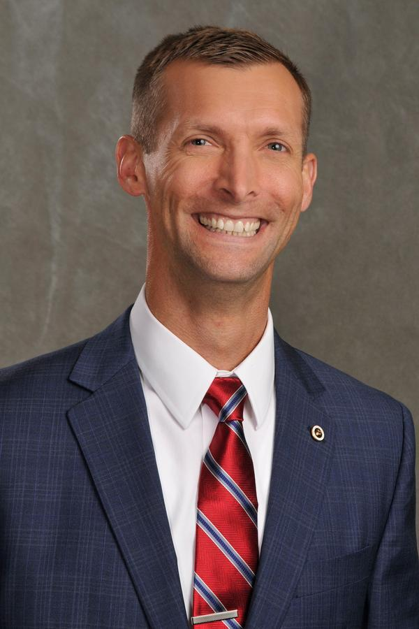 Aaron E Middleton